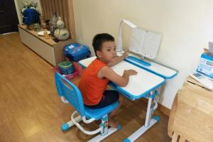 Vì sao nên dùng bàn thông minh chống gù thay cho bàn thông thường?